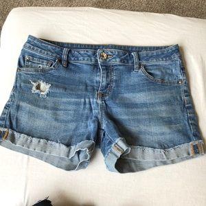 Ana 28 6 distressed blue jean shorts cuff guc
